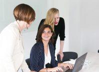 collaboratrices en réunion - qualité de vie au travail